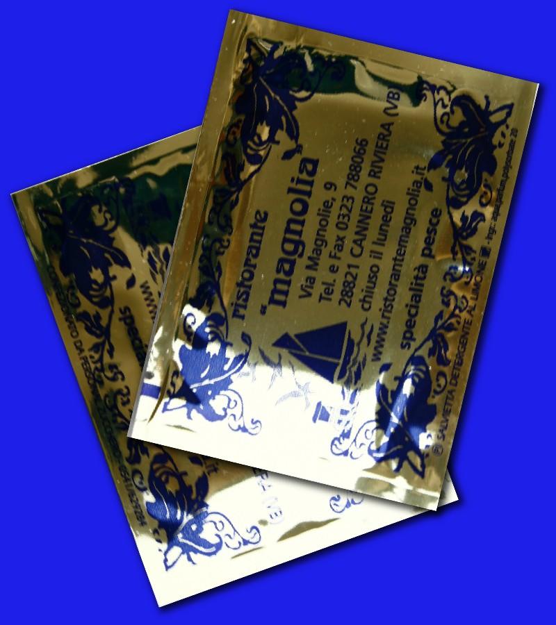 salviettine umidificate con incarto oro